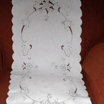 DISCOUNTED Vintage MADEIRA Table Linens/Table Runner with Place Mats Set/Open Cut Work with Embroidered Floral n Leaf on Vine Motif/1950's T
