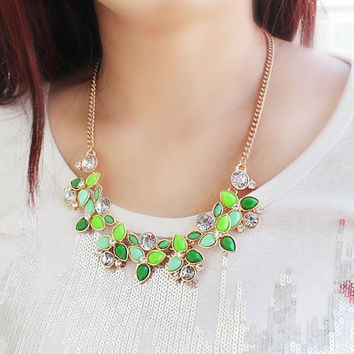 Green Rhinestone Necklace with Leaf Pattern Pendant