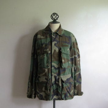 Vintage 1980s Mens Military Jacket Authentic Army Green Outdoors Light Combat Camouflage Cotton Jacket R33-37