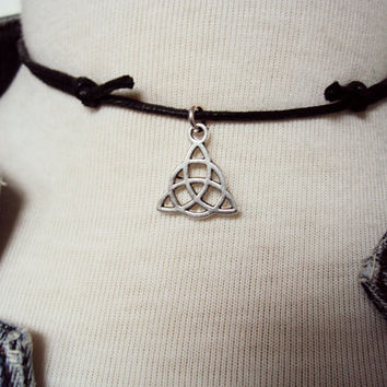 Triquetra Necklace ~ Triquetra Choker ~ Wiccan Choker ~ Celtic Choker ~ Celtic Knot Necklace ~ Celtic Trinity Knot ~  Wicca Necklace ~