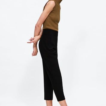 HIGH-WAISTED PANTS DETAILS