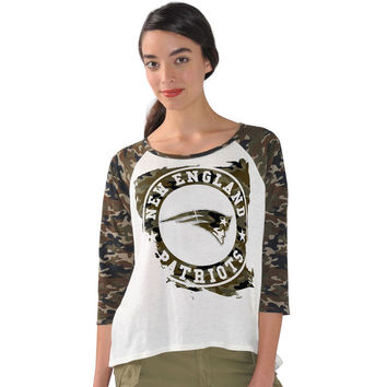 Women's G-III 4Her by Carl Banks White/Camo New England Patriots Field Goal Raglan 3/4-Sleeve T-Shirt