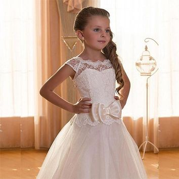 2017 White Flower Girl Dresses for Wedding Kids Ball Gowns Scoop Cap Sleeve Tulle Lace First Communion Dress Pageant Girls Glitz