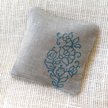 Lavender sachet with paisley, in natural linen