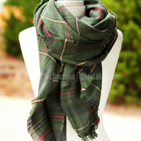 A FALL BREEZE PLAID SCARF IN GREEN