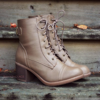SZ 7 Fox Hollow Taupe Lace Up Booties