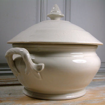 Antique french ironstone large soup tureen with lid. Ironstone tureen. Creamware. French farmhouse, rustic soup tureen.