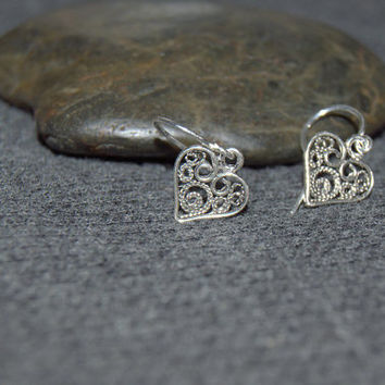 silver filigree heart earrings, tiny heart earrings, small sterling silver filigree dangles, ornate heart, dainty dangle earrings, SIJ104S