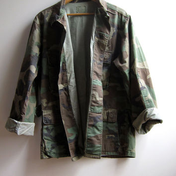 Vintage Military Camouflage Camo Jacket Shirt Worn Faded Distressed Medium Short