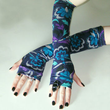 Purpura - arm warmers dark purple sweater knit floral flowers print gypsy belly dancing traveler avant garde alternative gothic goth vampire