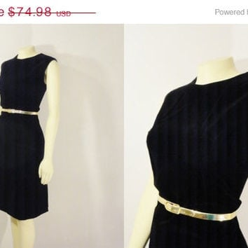 SALE Vintage Dress 50s 60s Black Velvet Dress Majestic Holiday Cocktail Party Dress Size 14 Modern Medium