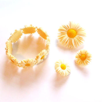 Daisy Brooch Elastic Bracelet Clip On Earrings Carved Faux Ivory Plastic Celluloid Costume Jewelry Vintage
