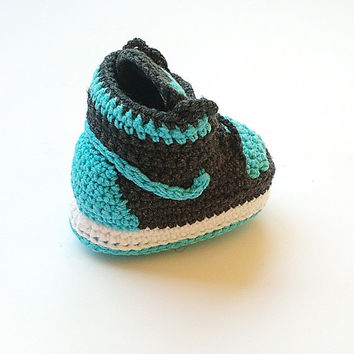 Crochet Jordan shoes, Crochet baby Nike booty, Baby boy Air Jordan sneakers, Baby crochet shoes, Nike Air Jordan baby shoes