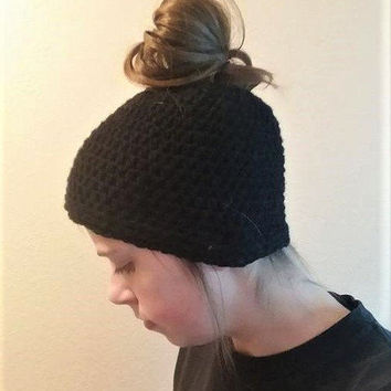 Messy Bun Hat, Ponytail hat, Crochet Hat, Messy Bun Beanie, Winter Accessory, Black Messy Bun
