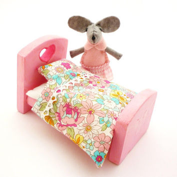 Stuffed animal toy children doll bed pink miniature and stuffed mouse (fit for mouse)