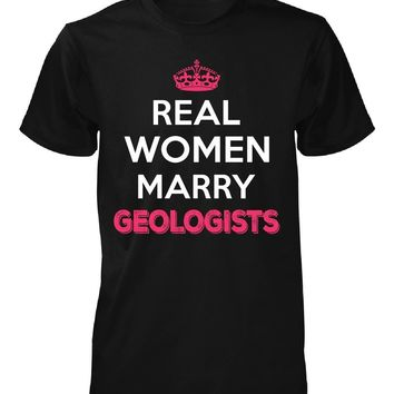 Real Women Marry Geologists. Cool Gift - Unisex Tshirt