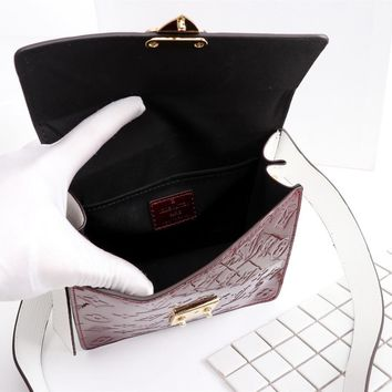 DCCK 1574 Louis Vuitton LV Monogram Vernis Lacquer cowhide Spring Street Handbag Wine Red