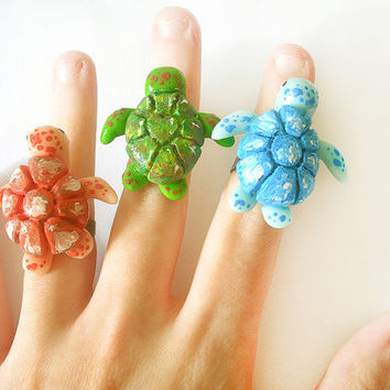Sea turtle ring adjustable in light blue, red and green hand-modeled in cold porcelain, valentine's day gift