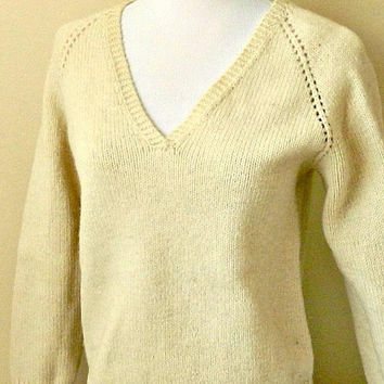 Vintage Wool Pullover Sweater, Hand Knit Womens Sweater, Off White Sweater, Size Small Medium.