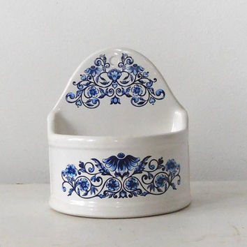 White Porcelain Wall Pocket Flour Sconce Blue Flowers Kitchen Decor Wall Container Mail Holder Plant Box Vintage Decor