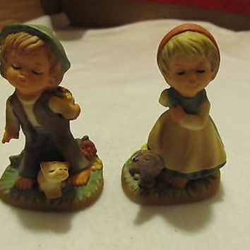 SET OF VINTAGE NAPCO KISSING BOY AND GIRL