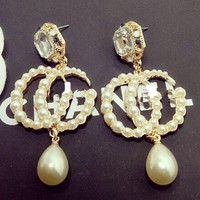 GUCCI diamond crystal pearl pearl earrings with individual character earrings