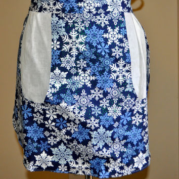 Apron with pockets, Clothes pin apron, Teacher apron, Snowflake apron, winter apron, Holiday apron, Christmas apron with glitter