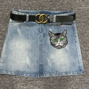Gucci high end custom buttons, old letter printing, cat embroidery, water washed jeans, short skirts.