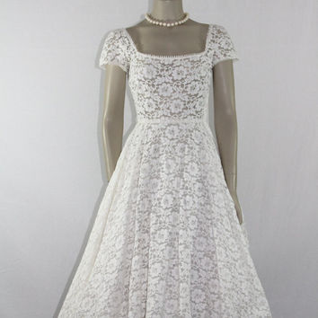 Short Vintage Wedding Dress - 1950's White Chantilly Lace Garden Wedding Frock
