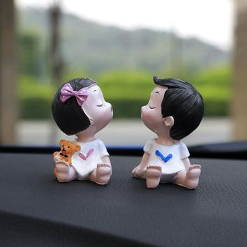 2pcs/lot Resin Kissing Little Boy Girl Dolls Figures Craft Car Decoration Ornaments Cute Auto Interior Dashboard Decor Toy Gift