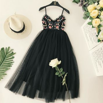 Women Embroidery Flower V Collar Sexy Halter High Waist Thin Pleated Holiday Backless Elegant Dress Vestidos C602