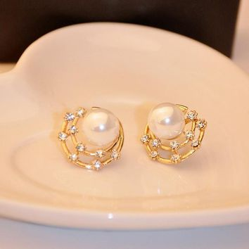 Chicloth Elegant Pearl Diamond-Shaped Earrings