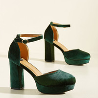 Go With the Stride Velvet Heel in Pine