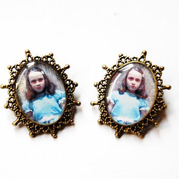 "The Grady Daughters From Stanley Kubrick ""The Shining"" - Set of 2 Handmade Vintage Cameo Pin Brooches - Best Friends or Sisters Jewelry"