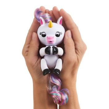 Authentic Fingerlings - Interactive Baby Unicorn - Gigi (White With Rainbow Mane)