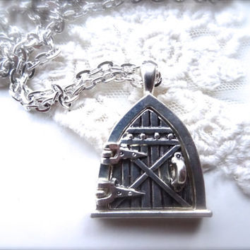 1- Fairy Door Locket Magnetic Hobbit Hole Door Silver Open and Close Finished Chain Finished Locket Necklace