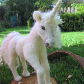 Needle Felted unicorn. Needlefelt Unicorn, custom order. White unicorn, Magical creature. Fairytale unicorn. Handmade. Soft sculpture.