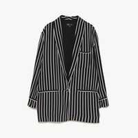 STRIPED FLOWING BLAZER DETAILS