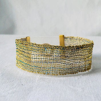 bracelet, handmade bobbin lace out of yarn, gold-blue, gold coated fastener, klöppeln, dentelle, kant, lace, handmade, inana no1058