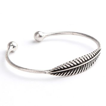 Off-Road Feather Cuff