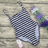 8DESS Stripe Print Halter One Piece Swimsuit Swimwear