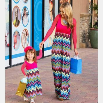 2017 New 1x Mother Daughter Dresses Colorful Chevron Full Sleeve Mom Daughter Matching Clothes for Family Matching Outfits