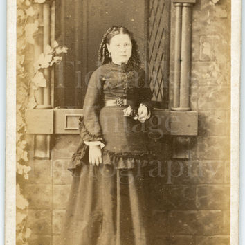 CDV Photo Carte de Visite Victorian Young Pretty Woman, Holding Flowers, Ringlets Portrait - J Davis of Lancaster Lancashire - Antique Photo
