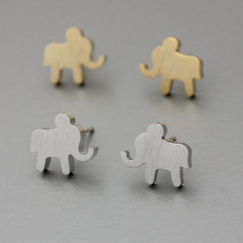 Simple Elephant Silver studs earrings  - Available color as listed ( Silver, Gold )