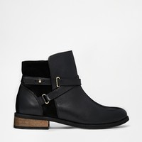 Oasis Charlie Wrap Strap Flat Chelsea Boots