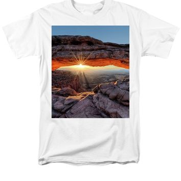Mesa Arch Sunburst - Men's T-Shirt  (Regular Fit)