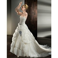 Pretty sleeveless ball gown floor-length wedding dress