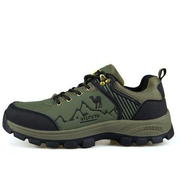Mountain Climbing Shoes Leather Hiking Boots Brand Trekking Sneakers Autumn Winter Rock Climbing Shoes Men