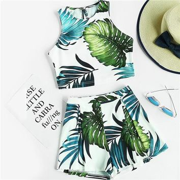2 Piece Set Women Crop Tops Women Multicolor Jungle Print Sleeveless Crop Tank Top and Pleated Shorts Co-Ord