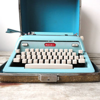 Royal Future 600 Turquoise Typewriter with by GallivantingGirls